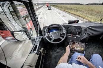 Daimler-Future-Trucks-Autonomous-Trucks-all-Set-for-2025-5.jpg